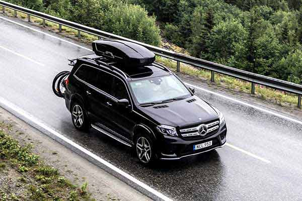 Features highlighted in Rooftop cargo box reviews